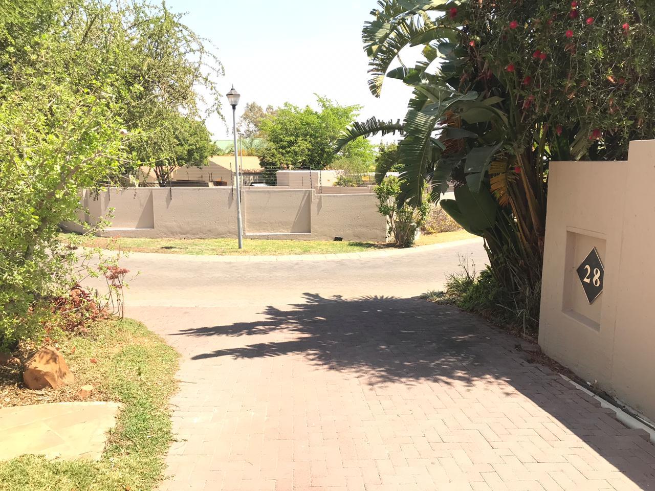 28 Valencia Estate